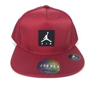 Nike AIR JORDAN Youth Vapor SnapBack Red Hat